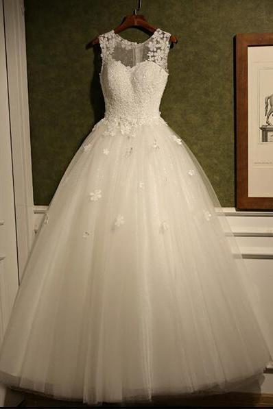 White Floral Appliques Sweetheart Illusion Floor Length Tulle Wedding Gown