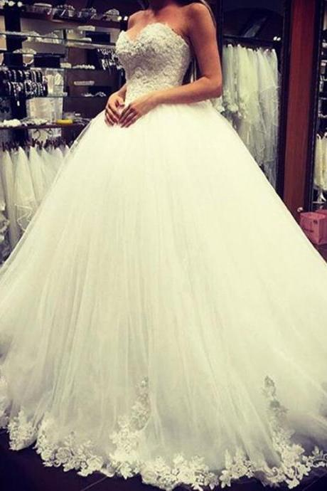 Lace Appliques Sweetheart Floor Length Tulle Wedding Gown Featuring Train